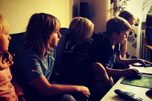 kids playing minecraft